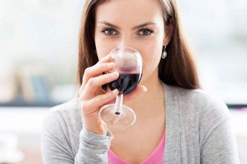 Motive pentru a bea vin roșu precum mărirea nivelului de energie