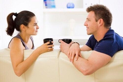 Obiceiuri ale cuplurilor fericite precum desfășurarea unor activități împreună