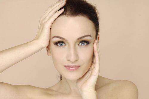 Paloarea feței pe lista de simptome ale lipsei de vitamine