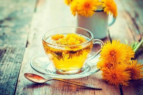 Păpădie inclusă în ceaiuri pentru reducerea nivelului de acid uric