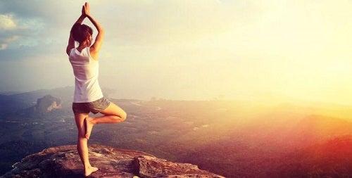 Poziții de yoga pentru arderea grăsimii în natură