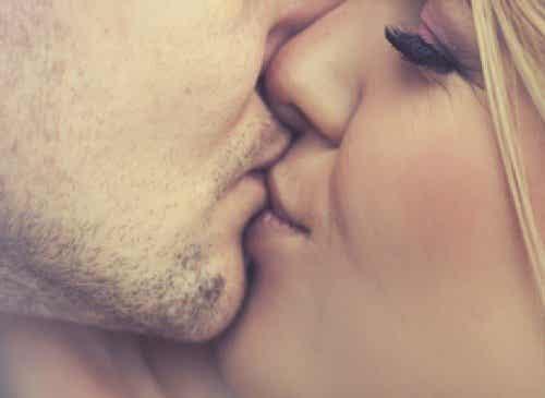 5 boli infecțioase transmise prin sărut