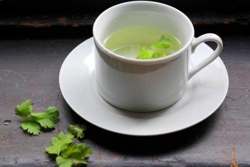 Remedii naturiste pentru detoxifierea ficatului cu pătrunjel