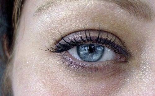 Remedii pentru diminuarea pungilor de sub ochi și a altor simptome asociate