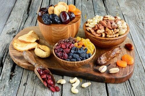 Riscul apariției bolii Alzheimer redus cu fructe uscate