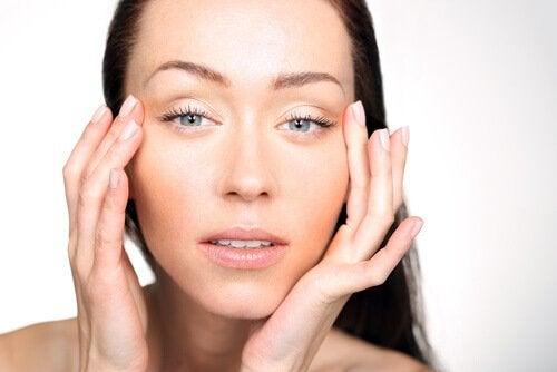 Simptome ale lipsei de vitamine precum ochii umflați