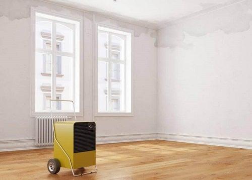 Soluții pentru eliminarea umezelii din casă cu un dezumidificator