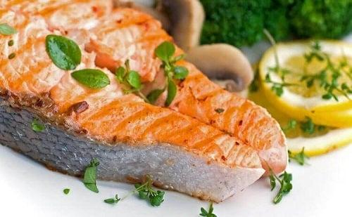 Somon ca ingredient în rețete sănătoase pentru o cină rapidă