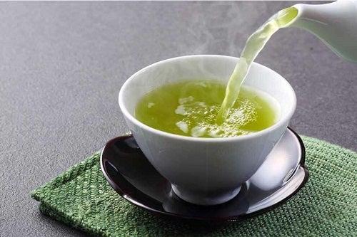 Țelina inclusă în ceaiuri pentru curățarea arterelor