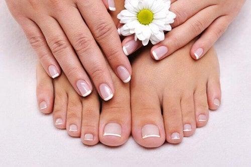 4 tratamente naturale pentru problemele unghiilor
