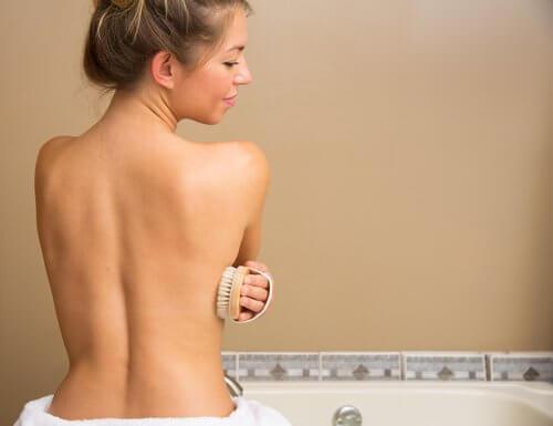 Trucuri simple pentru a slăbi când faci duș