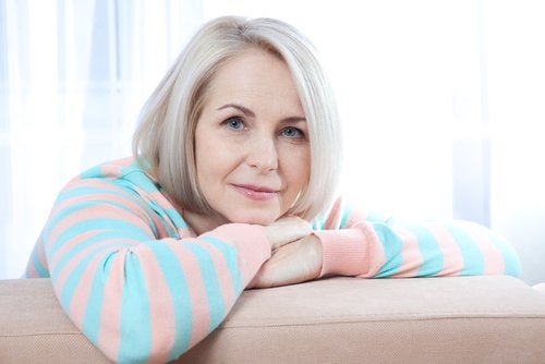 Beneficii ale curcumei în timpul menopauzei precum ameliorarea durerilor