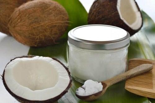 Beneficii ale uleiului de cocos folosit ca deodorant