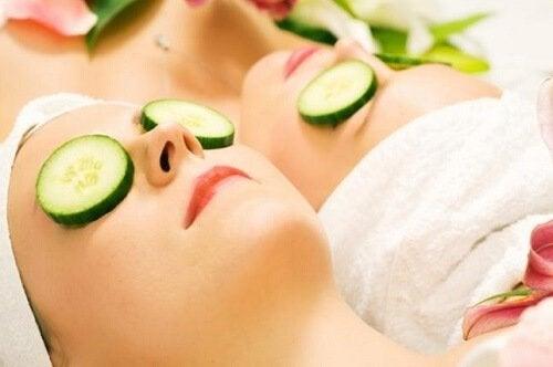 Castravete inclus în remedii naturiste pentru petele pielii