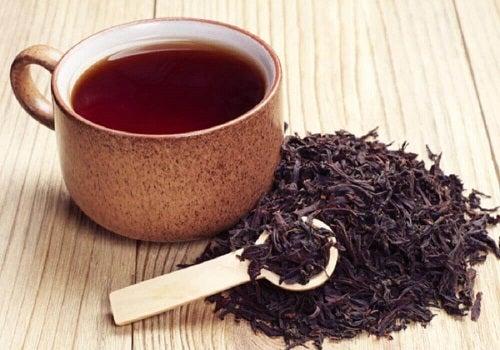 Cană cu ceai negru