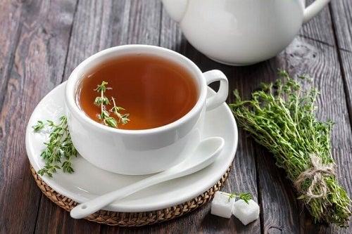 Ceaiuri pentru tratarea tusei precum cel de cimbru