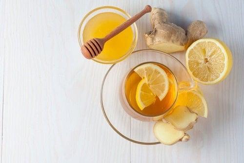 Ceaiuri pentru tratarea tusei precum cel de ghimbir cu miere