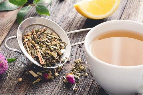 Ceaiuri incluse în trucuri pentru a preveni varicele