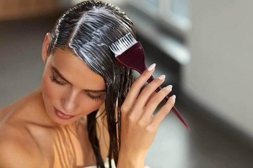 Tratament pentru repolarizarea părului la tine acasă