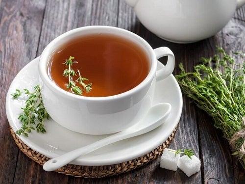 Cimbru inclus în ceaiuri pentru detoxifierea colonului