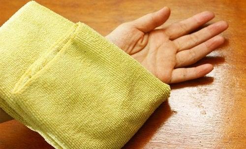 Comprese calde pentru firele de păr crescute sub piele
