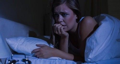 Cum se evită atacurile de panică pe timp de noapte