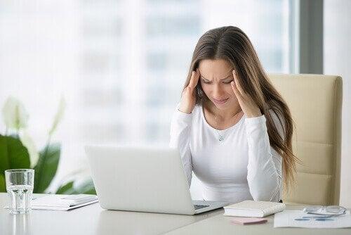 Exerciții pentru ameliorarea durerii cervicale cauzate de stres