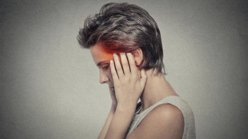 Femeie care experimentează ce este un atac ischemic tranzitoriu