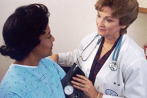 Femeie care a mers la medic