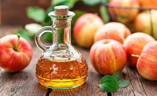 Măști naturale pentru un păr strălucitor cu oțet de mere