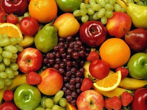 Obiceiuri alimentare benefice pentru tiroidă precum consumul de fructe proaspete