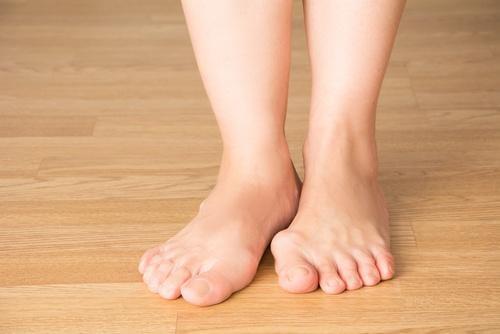 Picioare tratate cu remedii cu plante pentru monturi