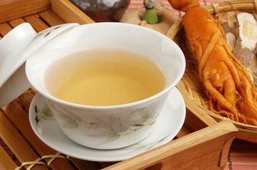 Plante folosite în ceaiuri pentru detoxifierea colonului