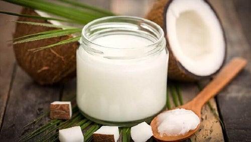 Remedii naturale împotriva transpirației cu ulei de cocos