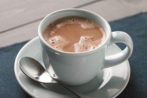 Remedii naturale pentru tuse la copii precum ciocolata caldă