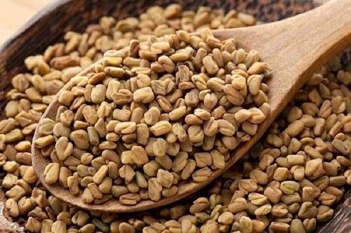 Lingură cu semințe de schinduf