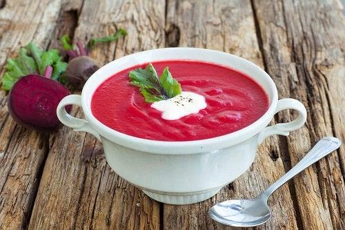 Sfecla inclusă în supe delicioase pentru detoxifierea corpului