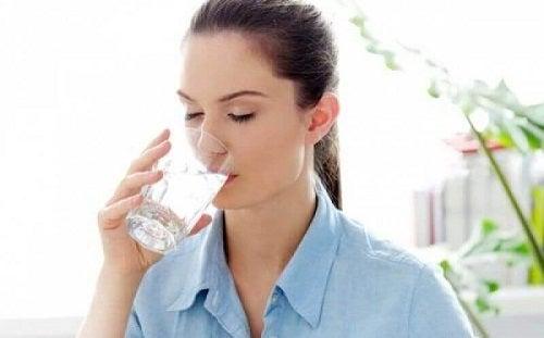 Simptome timpurii ale diabetului precum setea excesivă