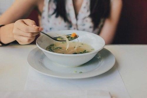 Supe care ard grăsimile servite la cină