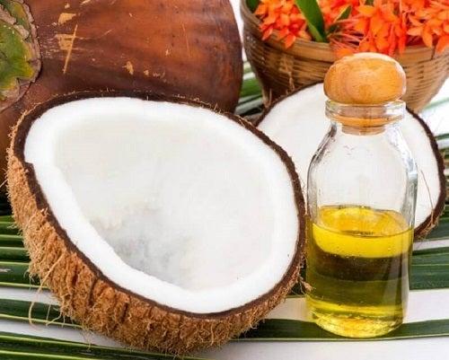 Tratament pentru a stimula creșterea părului cu ulei de cocos