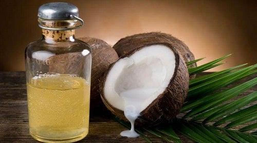 Tratament pentru a stimula creșterea natural cu ulei de cocos