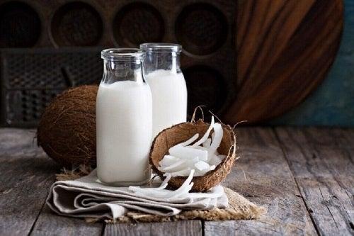 Tratamente naturale pentru sprâncene mai groase cu lapte de cocos