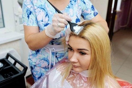 3 trucuri ca să-ți deschizi culoarea părului