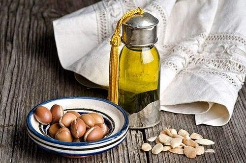 Uleiuri incluse în tratamente naturale pentru gene mai groase