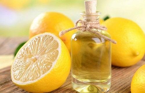 Utilizări cosmetice ale lămâii în combinație cu ulei de migdale