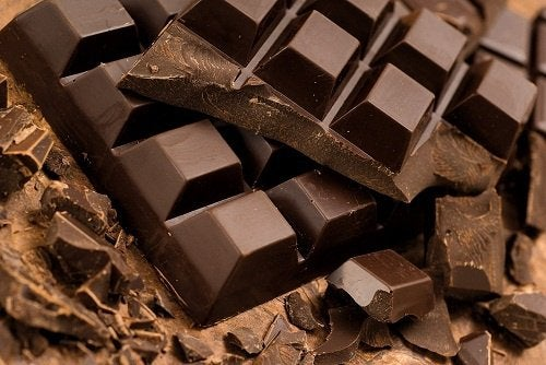 Alimente de evitat seara precum ciocolata
