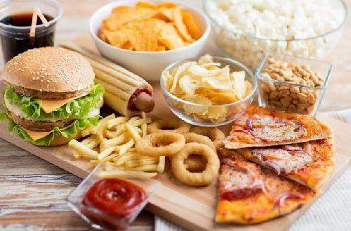 Alimente ce trebuie să lipsească dintr-o dietă pentru a slăbi la menopauză