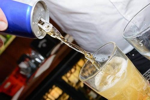 Amestecurile dintre cele mai dăunătoare băuturi pentru stomac