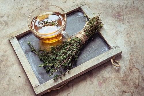 Beneficiile ceaiului de cimbru ca produs dezinfectant