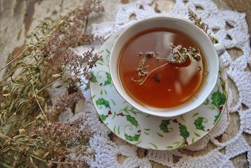 Beneficiile ceaiului de cimbru la nivel intern